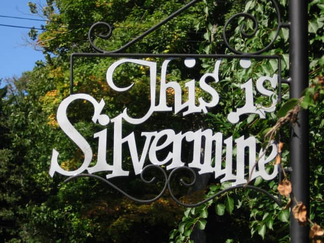 The Silvermine Community Association, which serves New Canaan, Norwalk, and Wilton, recently awarded two college scholarships.