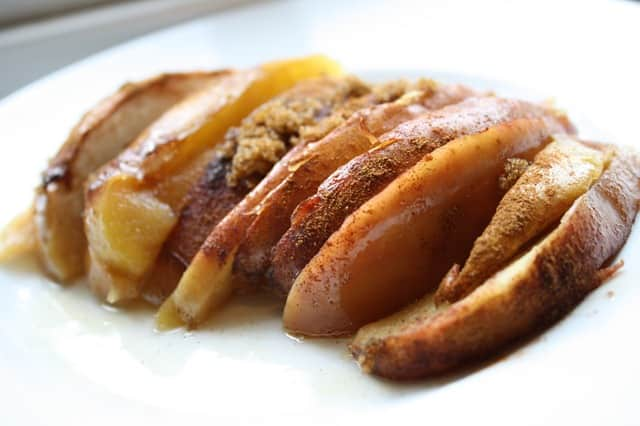 Baked apples are one of the treats that dieters can enjoy in the Can't Lose Diet program.