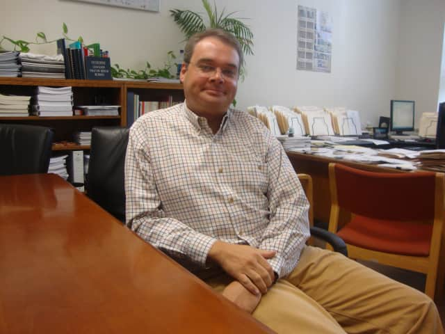 Darien Town Administrator will step down in August to become the new Executive Director of the Connecticut Housing Finance Authority.