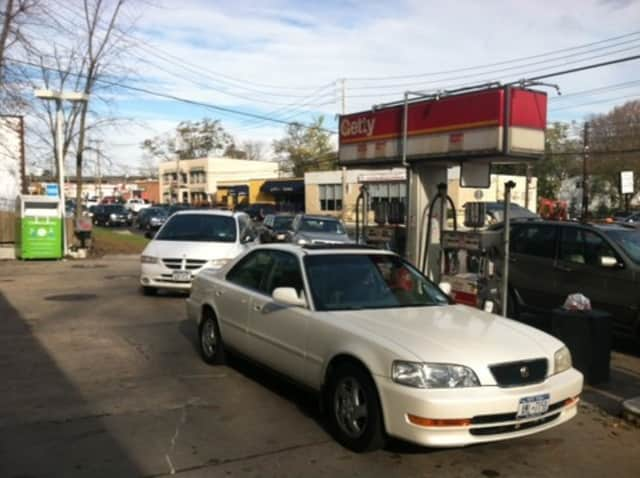 Cars lined up at Greenburgh gas stations yesterday.