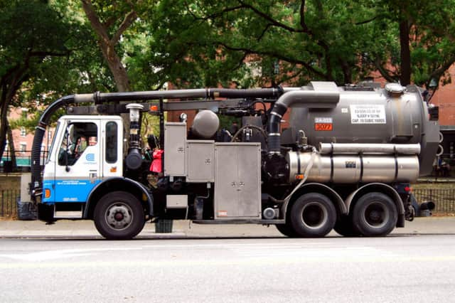 Con Edison is working to restore power.