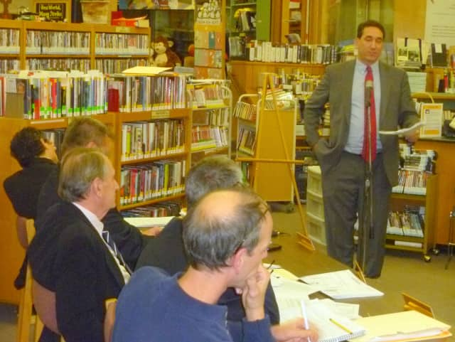 Goldens Bridge resident Richard Sklarin addresses the Lewisboro Town Board during the public hearing Monday night.