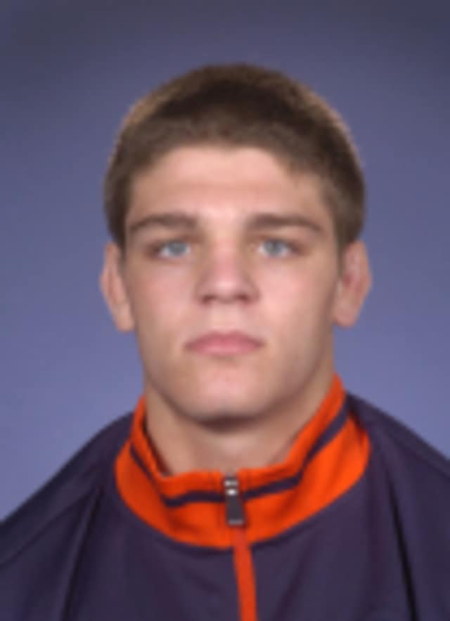 Illinois red-shirt freshman Steven Rodrigues won six consecutive matches to finish third in the Lindenwood University Wrestling Tournament.