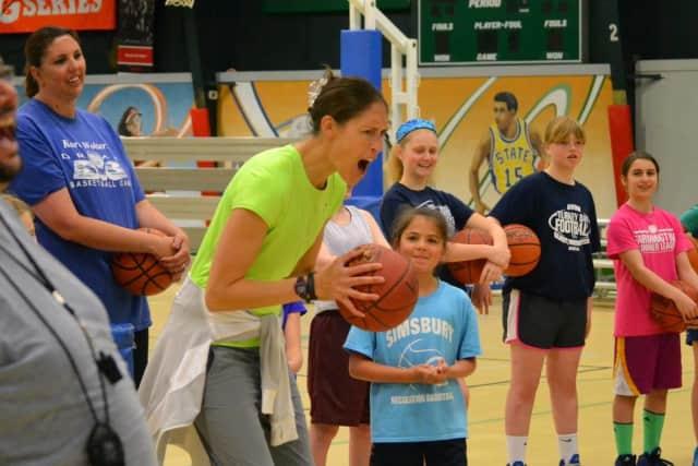 UConn star Rebecca Lobo will host a basketball clinic for girls in 6-9 grades on Aug. 9 at Sacred Heart University in Fairfield.
