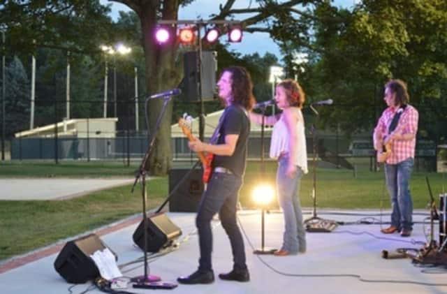 Tangled Vine performed on Aug.11