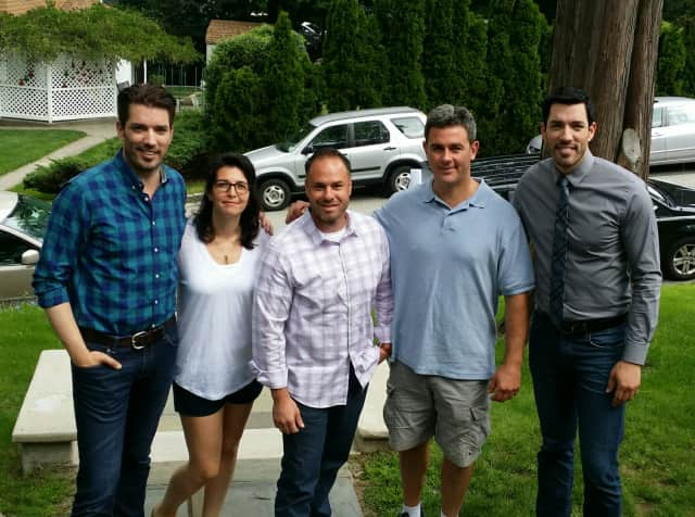 """Justin Pieragostini (center), with Olivia Lopuzzo (second from left) and Dan Lopuzzo (second from right). The hosts of """"Property Brothers"""" are on the  left and right."""
