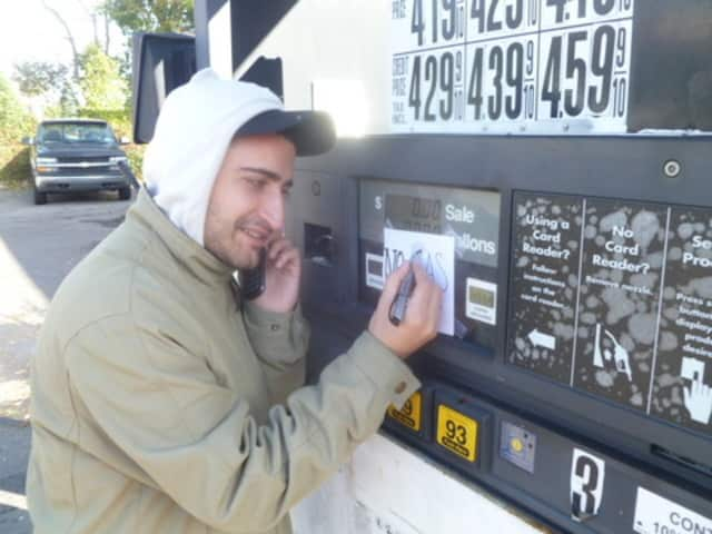 """Sam Nik of the Ardsley Getty station prints """"No Gas"""" signs at his station on Saw Mill River Road."""