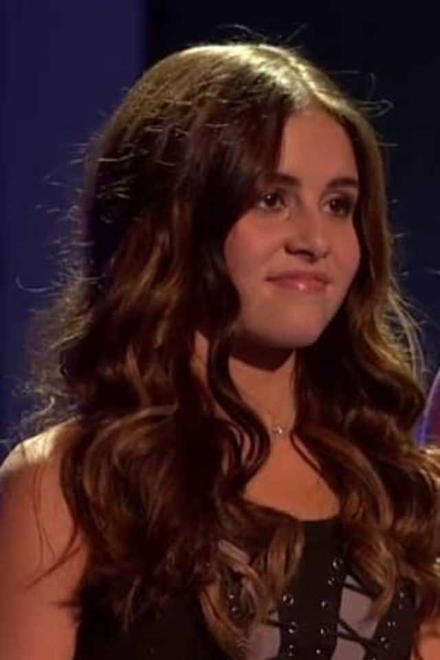 """Carly Rose Sonenclar, the 13-year-old """"X Factor"""" finalist from Mamaroneck, will perform a duet with country star Leann Rimes in the finale Wednesday night."""