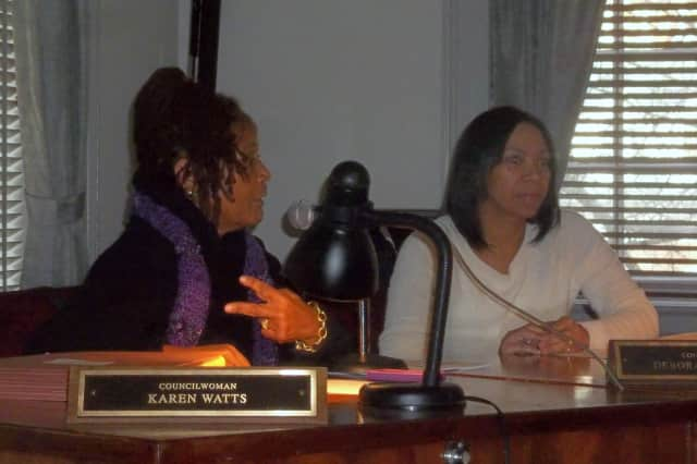 Mount Vernon City Council members Karen Watts-Yehudah, left, and Deborah Reynolds give their thoughts Wednesday on the 2013 city budget before it was adopted.