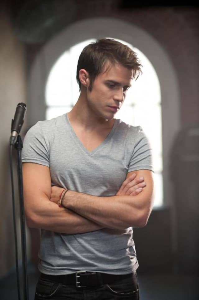 "Kris Allen, the Season 8 winner of ""American Idol,"" will be performing at the Danbury Fair Mall."