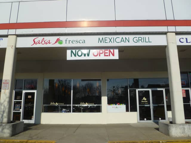 Salsa Fresca, a Mexican restaurant, has opened in Yorktown Triangle Center.