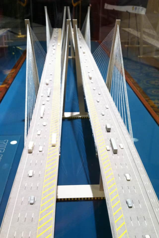 A 3-D model of the new Tappan Zee Bridge shows four lanes of traffic on each span and two emergency lanes. The northern span also has a pedestrian and bike path.