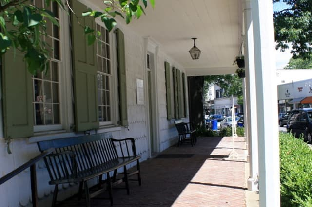 The Rye Historical Society will host Woodbury Auctions for a one-day evaluation event.