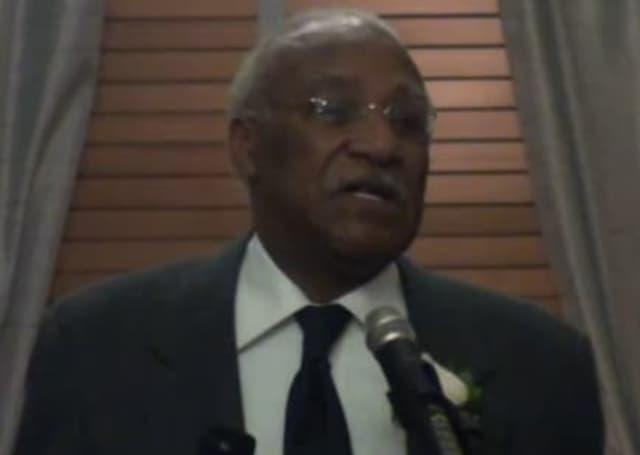 Mount Vernon Mayor Ernest Davis giving his speech.
