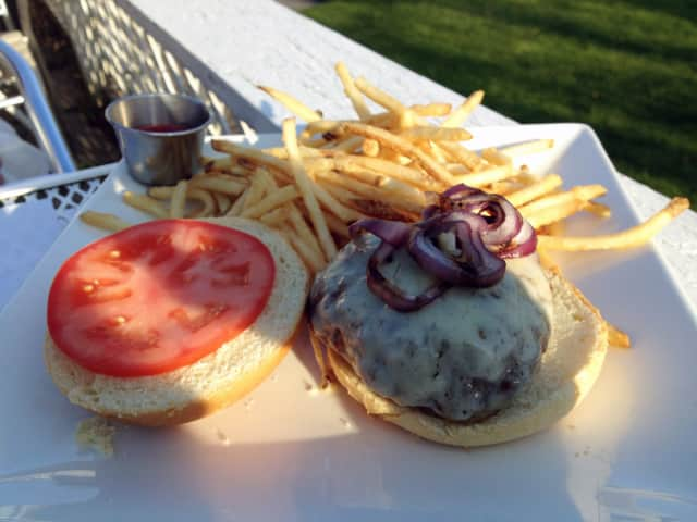 Who makes the best burger in the Lewisboro area?