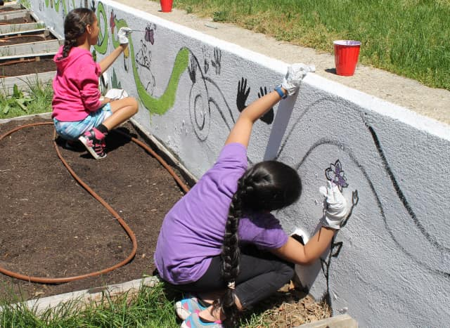 Springhurst School fourth- and fifth-grade students created a mural for their Ecology Club.