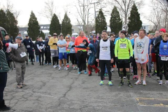 Runners line up for the start of the 2015 Purim 5K Fun Run & 1 Mile Walk.