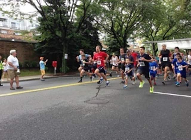 Runners at the Tuckahoe Road Race Challenge.
