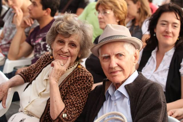 Find out the difference between dementia and normal aging.