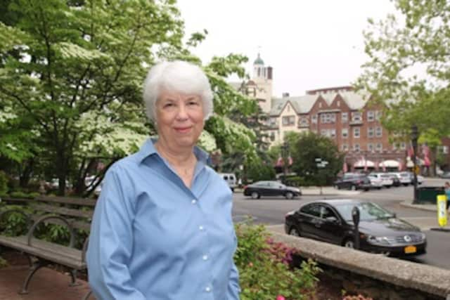 Former Scarsdale Inquirer Editor-in-Chief Linda Leavitt will be honored with one of the Forum's most prestigious awards.