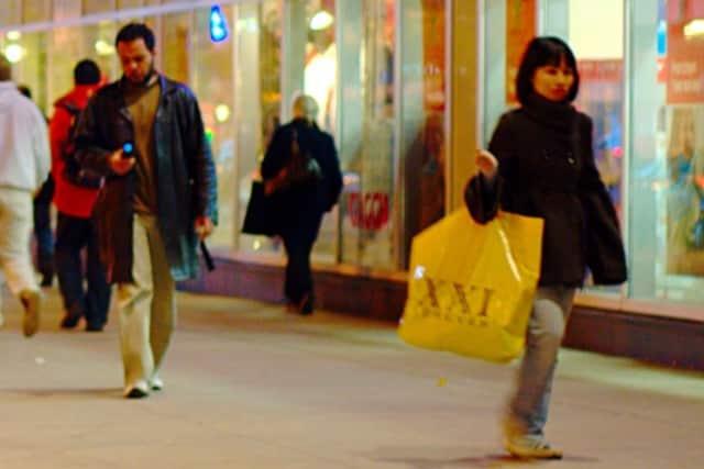 Police urge shopping safety.
