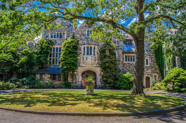 A popular tourist website has named the Castle at Skylands Manor one of the 15 most romantic weekend getaways in New Jersey.