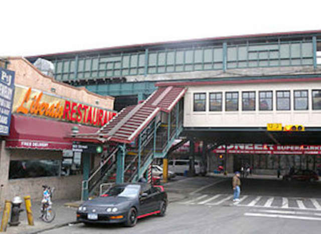 A Yonkers teen was shot and killed on Christmas Eve under the elevated subway on 186th Street and Jerome Avenue in his old Bronx neighborhood.