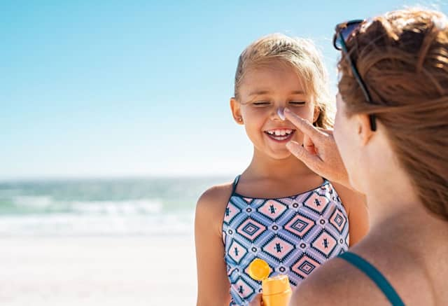 A Phelps Hospital dermatologist weighs in on which type of sunscreen is best when you and your kids are soaking up some sun.