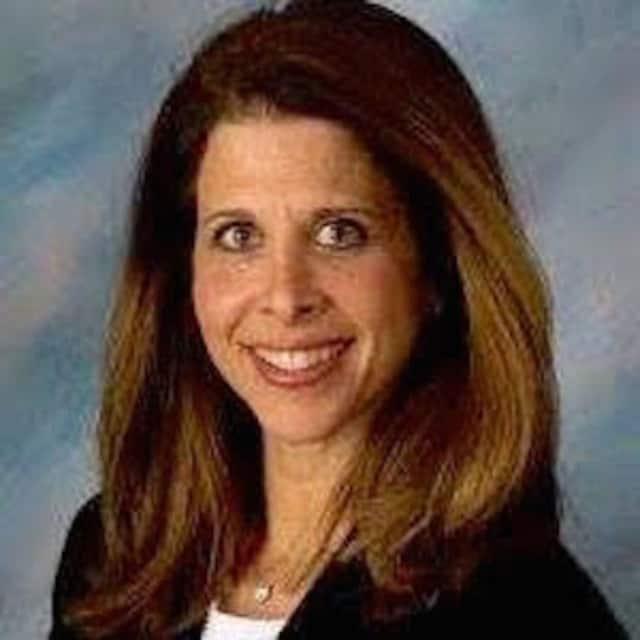 Lisa D. Ellis is a nutrition therapist in White Plains.