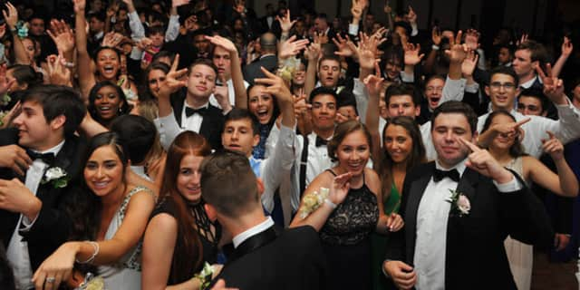 NRHS students have fun at the prom