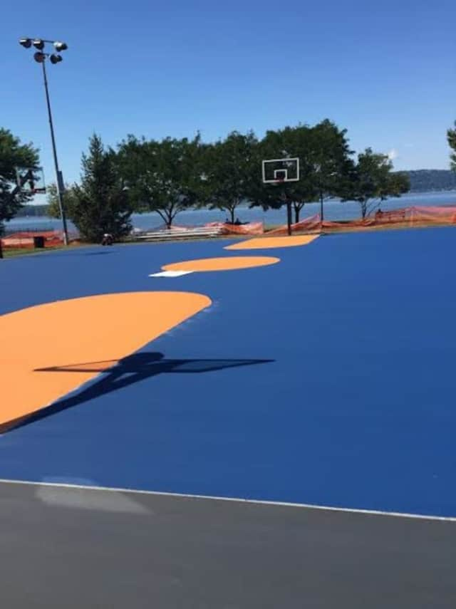 The Westchester Knicks are refurbishing a court in Irvington.