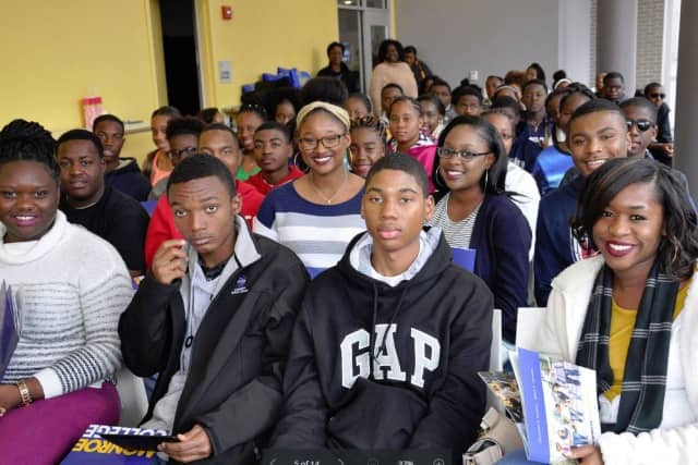 Students from the Bahamas visited Monroe College.