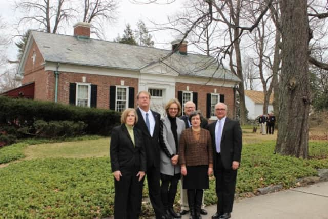 Left to right: Patricia Mead (seller), Chuck Woerner (Fairfield County Bank), Hildi Grob (KTM Executive Director), Helen Post-Curry (great-granddaughter of Cass Gilbert), Joel Third (KTM President) and Rudy Marconi (First Selectman and neighbor).