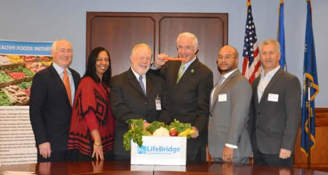 Paul O'Leary, CT Food Bank CEO, Dawn Hatchett, LifeBridge Executive VP & COO, Dr. William J. Hass LifeBridge President and CEO, Mayor Bill Finch, Steven Durham Park City Commmunities, Mark Cerreta, Lindley Food Service Executive VP.