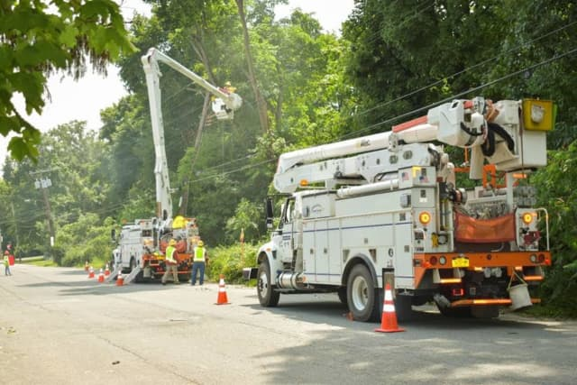 Central Hudson crews work to repair damage following the overnight storm.