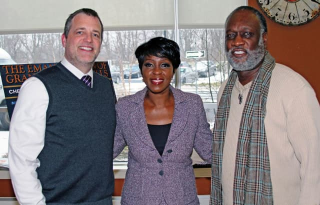 Author Cheryl Wills recently gave a reading and signing at Wartburg.