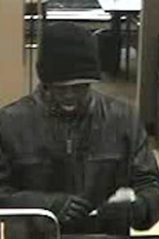 Suspect On Loose After Bank Robbery In Rockland