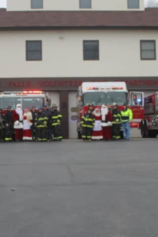 Mahopac Falls Volunteer FD Gets In Candy Cane Run Before Snow Arrives