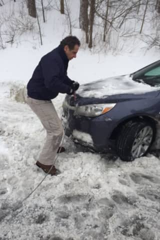 BQE Incident Third Time In Four Years Staffers Have Photographed Cuomo Aiding Stranded Motorist