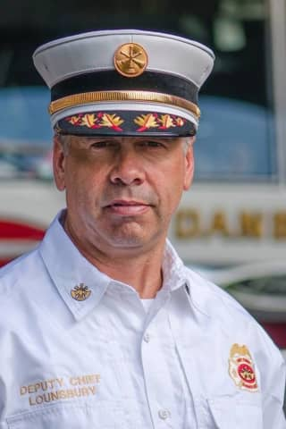 Danbury Off-Duty Chief Helps Save A Person During Flight From Vegas