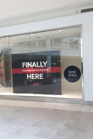 H&M Opens In Danbury Mall