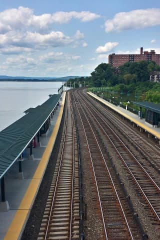 Man Jumps Into Hudson River After Trespassing On Train Tracks, MTA Says