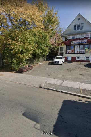 Woman Shot Approaches Hartford Cop For Help, Police Say