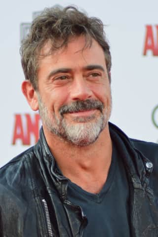 Jeffrey Dean Morgan Reading Ghost Stories In Annandale