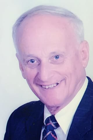 Carl Alber Of Trumbull, 89, Longtime Stratford CPA, Dies Of COVID-19