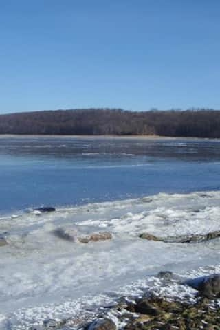 Man Killed After Motorboat Capsizes In Candlewood Lake