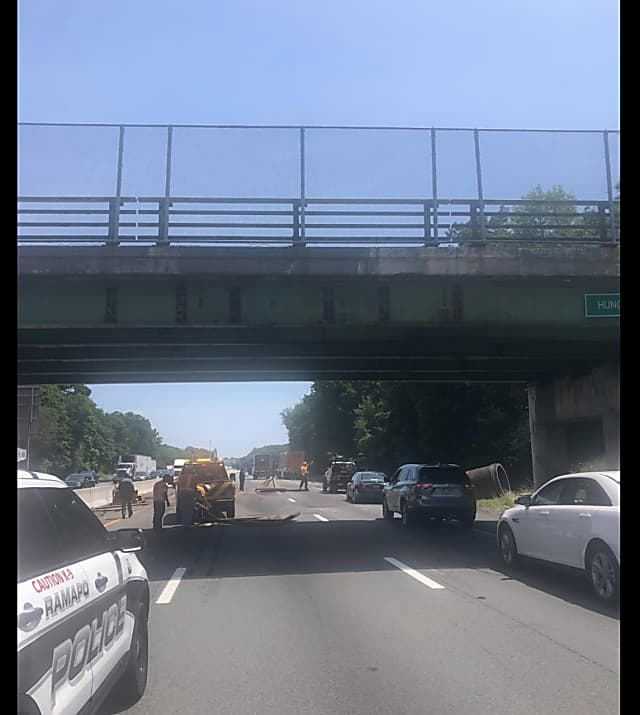 Truck Crashes Into I-87 Overpass | North Orange Daily Voice